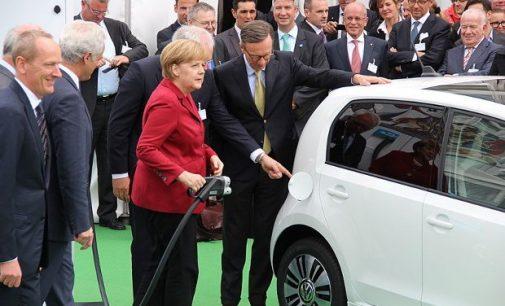 Almanya'da otomobil zirvesi