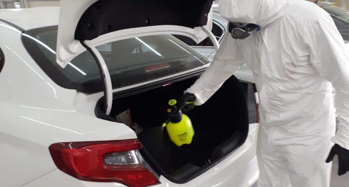 Araçları ücretsiz dezenfekte ediyor