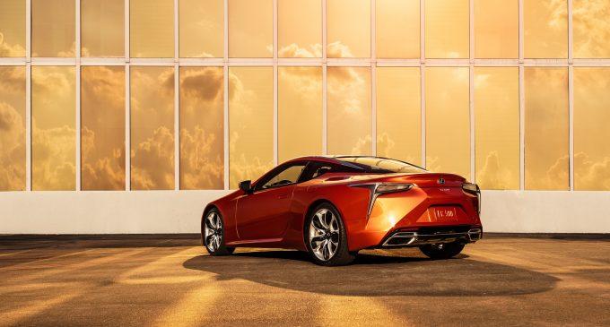 Lexus bu özel renk için 2 yıl çalıştı