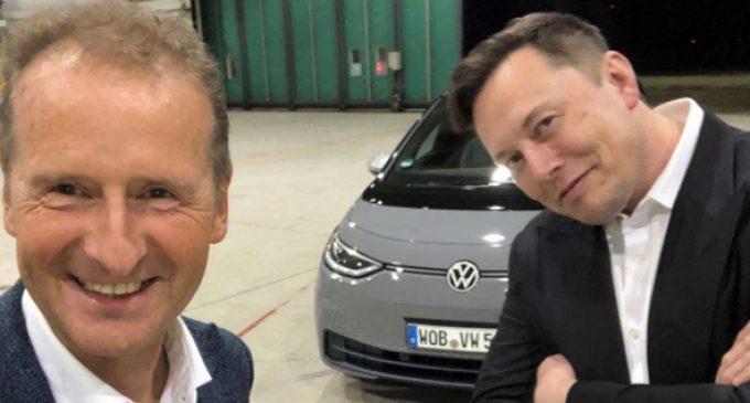 Elon Musk'tan geçer not aldı