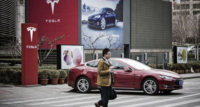 Tesla'ya Çin'de yasak geldi