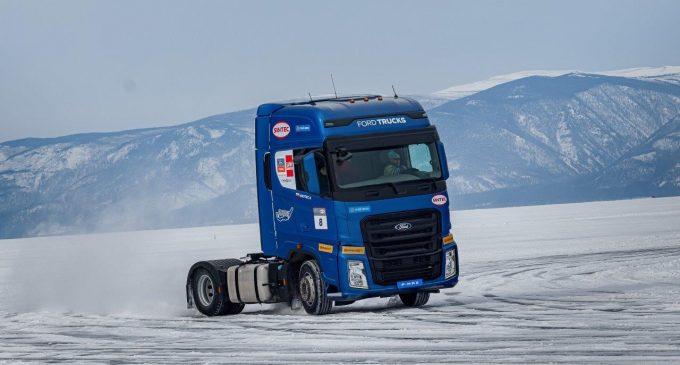 Donmuş Baykal Gölü'nde hız rekoru